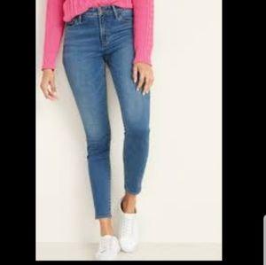 OLD NAVY💟Original Mid Rise Skinny short Jeans Sz6